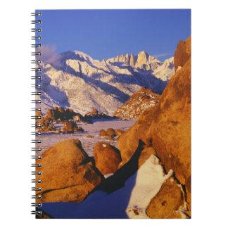 Mt. Whitney y pico solitario del pino Notebook