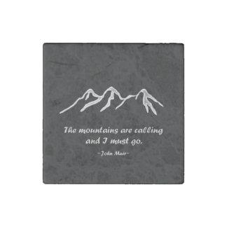 Mtns está llamando/ventisca Nevado en diseño negro Imán De Piedra