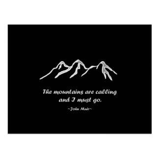 Mtns está llamando/ventisca Nevado en diseño negro Postal