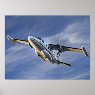 MU-2 en cielo azul Póster
