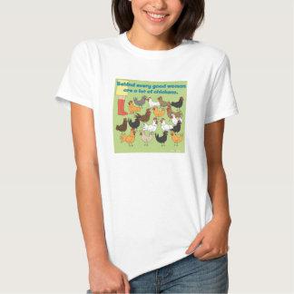 Mucha camiseta de los pollos playera