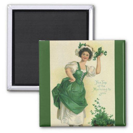 Muchacha del día de St Patrick del vintage, Imán Cuadrado