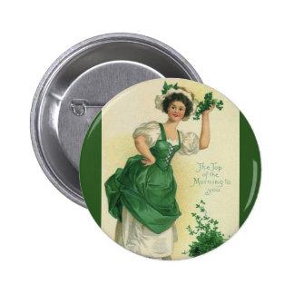 Muchacha del día de St Patrick del vintage, Pin Redondo De 2 Pulgadas