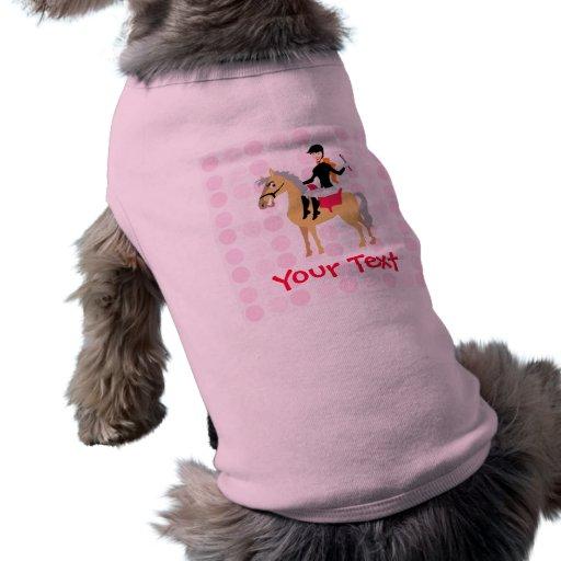 Muchacha ecuestre linda ropa de perros