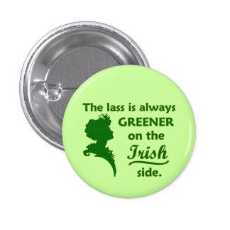 Muchacha irlandesa verde pequeña pin redondo de 1 pulgada