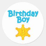 Muchacho 3 del cumpleaños del sheriff pegatina redonda