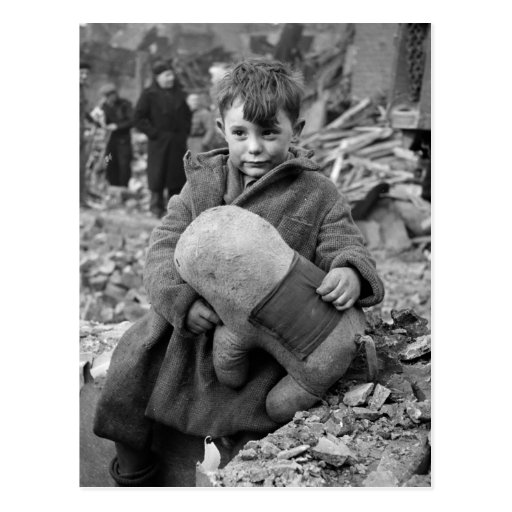 Muchacho con el peluche, 1945 postal