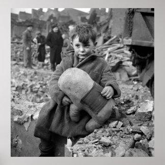 Muchacho con el peluche, 1945 póster
