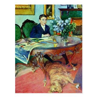 Muchacho con el perro debajo de la tabla postal
