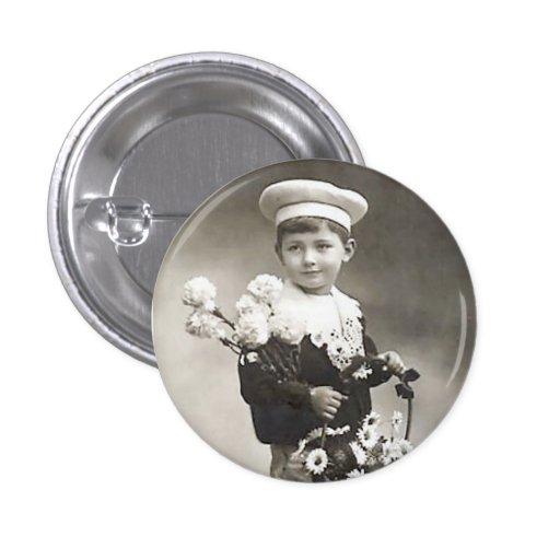 Muchacho con el retrato del Victorian de las flore Pins