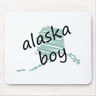Muchacho de Alaska en el dibujo del mapa de Alaska Alfombrilla De Raton