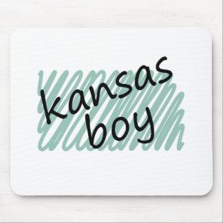 Muchacho de Kansas en el dibujo del mapa de Kansas Tapete De Ratones