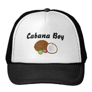 Muchacho de la cabaña con el gorra del coco