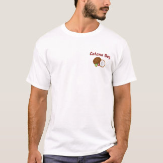 Muchacho de la cabaña con la camiseta del coco