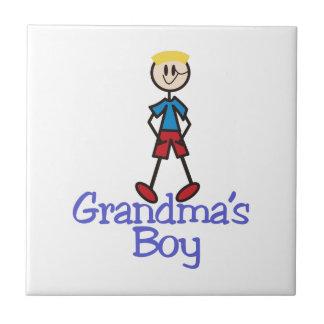Muchacho de las abuelas azulejo cuadrado pequeño
