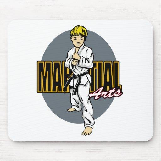 Muchacho de los artes marciales tapete de raton