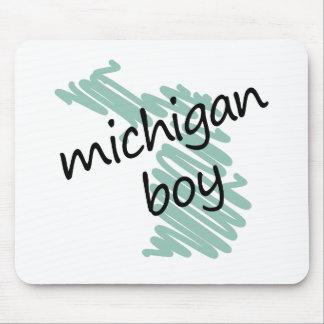 Muchacho de Michigan en el dibujo del mapa de Mich Alfombrilla De Ratones