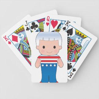 Muchacho del americano de la amapola barajas de cartas