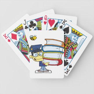 Muchacho del asiático de la graduación baraja de cartas