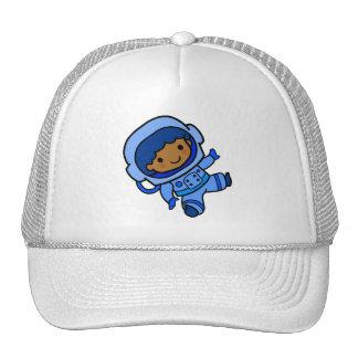 Muchacho del astronauta gorro de camionero