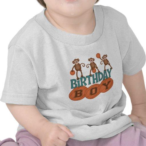 Muchacho del baloncesto del cumpleaños camisetas
