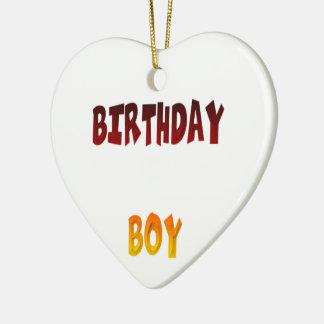 Muchacho del cumpleaños adorno navideño de cerámica en forma de corazón