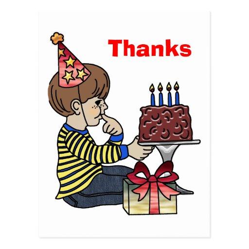 Muchacho del cumpleaños con la torta de chocolate postales