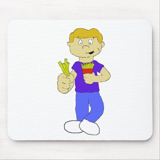 Muchacho del dibujo animado con las patatas fritas tapetes de ratones