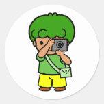 muchacho del fotógrafo etiqueta redonda