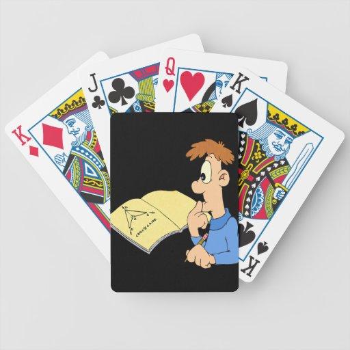 Muchacho del genio barajas de cartas
