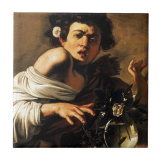 Muchacho del lagarto de Caravaggio Azulejo Cuadrado Pequeño