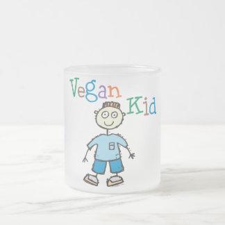 Muchacho del niño del vegano taza de cristal