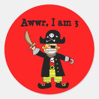 muchacho del pirata de 3 años etiqueta redonda