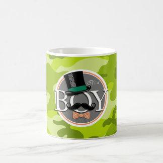 Muchacho divertido; camo verde claro, camuflaje taza básica blanca