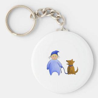 Muchacho en azul con el perro llavero redondo tipo pin