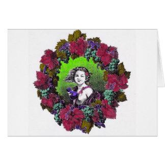 Muchacho en guirnalda de la uva, uvas verdes y púr felicitaciones