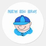 Muchacho en la gorra de béisbol nuevo Bro grande Pegatinas Redondas