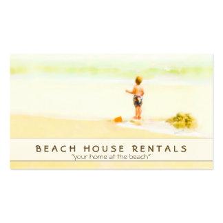 Muchacho en una acuarela de la playa tarjetas de visita
