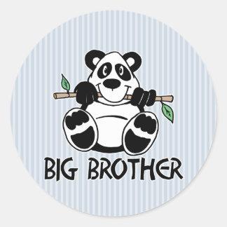 Muchacho hermano mayor de la panda pegatina redonda