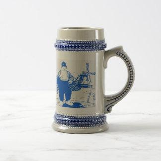 Muchacho holandés por el molino de viento taza de café