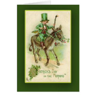 Muchacho irlandés en tarjetas del día de St Patric