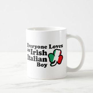 Muchacho italiano irlandés taza de café