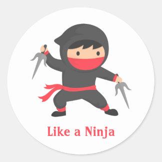 Muchacho lindo de Ninja con las armas de Sai para Pegatina Redonda