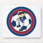 Muchacho lindo del fútbol del fútbol del dibujo an tapetes de ratón