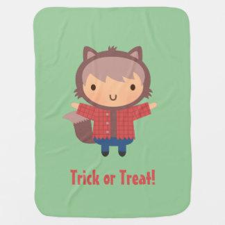 Muchacho lindo del hombre lobo, bebé Halloween Mantitas Para Bebé