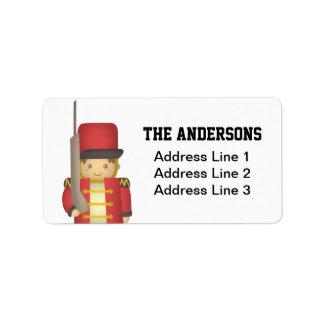 Muchacho lindo del soldado de juguete del navidad  etiquetas de dirección
