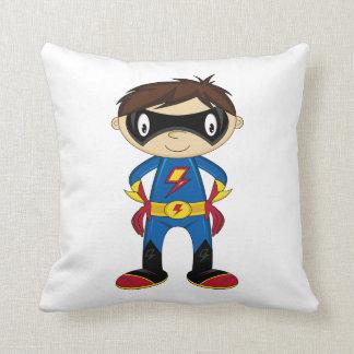 Muchacho lindo del super héroe cojín