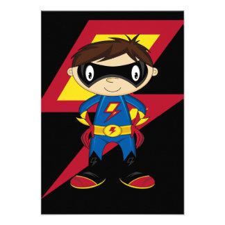 Muchacho lindo del super héroe invitación