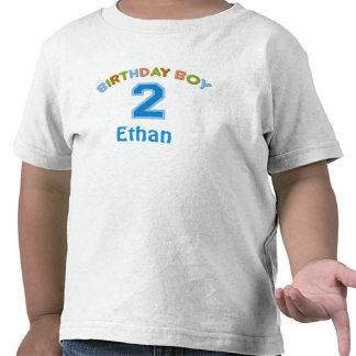 Muchacho personalizado del cumpleaños (2 años) camiseta