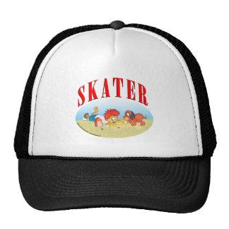 Muchacho que anda en monopatín gorra